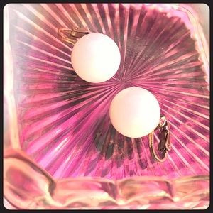 EUC Vintage White Sphere Clip Earrings